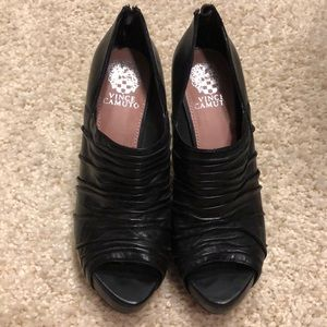 Black Vince Camuto open toe  shoe great condition!